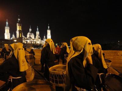 Semana Santa en el puente de Piedra de Zaragoza