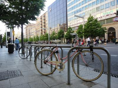 Dos mil once ruedas pintadas de rosa