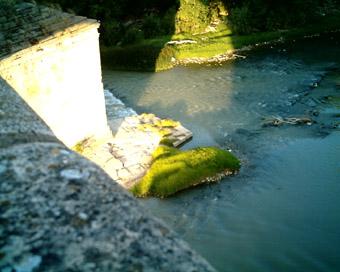 Un puente con solera y tres